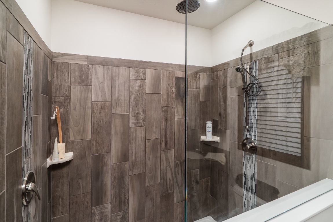 7x20 Vertical Tile Showers | Commodore of Indiana