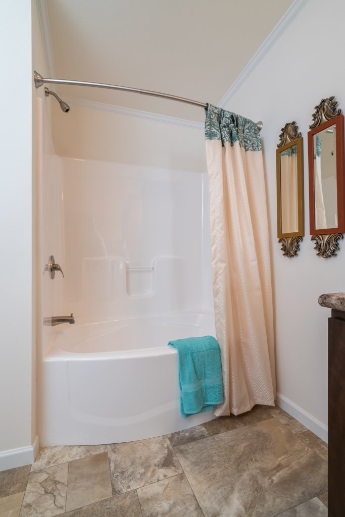 Round Front Garden Tub/Shower