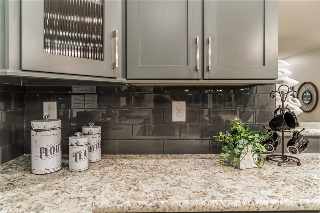 Color Appeal 4x12 Glass Tile Backsplash Commodore Of Indiana